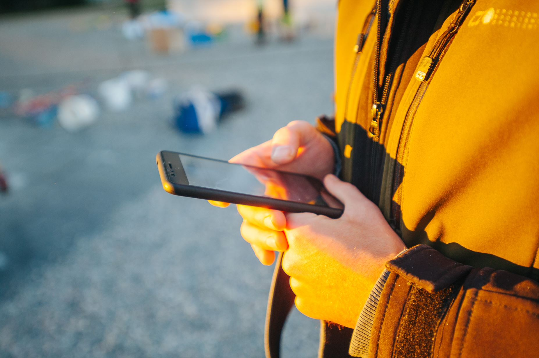 Maintenance technicians can easily capture asset data from asset labels and tags by using our smart mobile app.